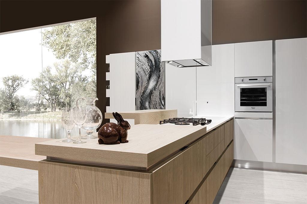 Cucina moderna / in laminato / in legno / con isola - BELLA - ARAN ...