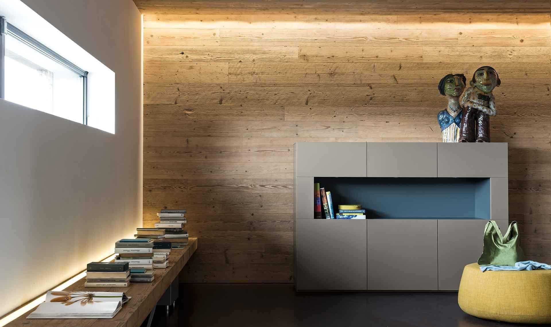 Credenza Moderna Con Vetrina : Credenza moderna in legno laccato metropolis by r d a alf uno