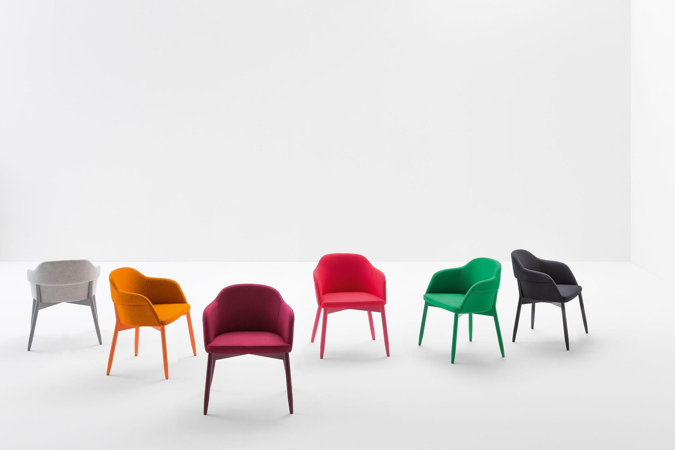 Sedia Imbottita Design : Sedia moderna imbottita con braccioli in legno laccato spy