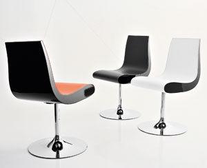 Sedia moderna girevole con base centrale in pelle futura