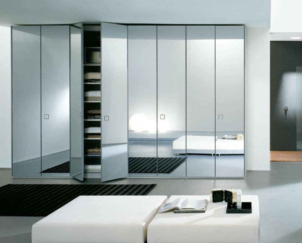 Credenza Moderna Con Espejo : Armadio moderno in legno con ante battenti a specchio