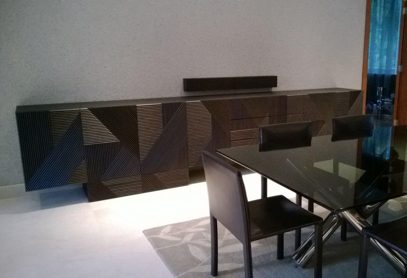 Credenza Moderna Laccata Rossa : Credenza moderna in legno di ferruccio laviani stripes