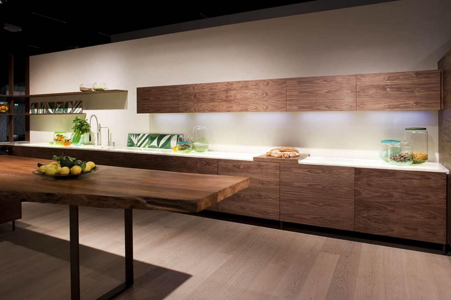 Cucina moderna / in legno / con isola / senza maniglie - LA CUCINA ...