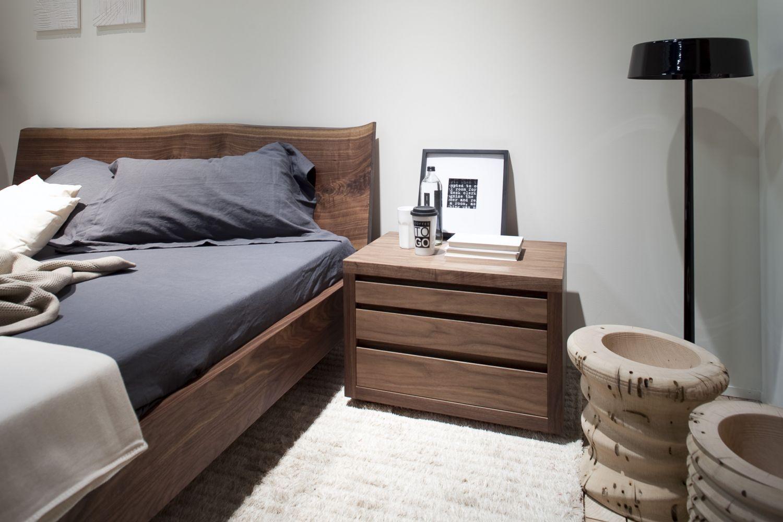 Comodino moderno / in legno massiccio / rettangolare / con ...
