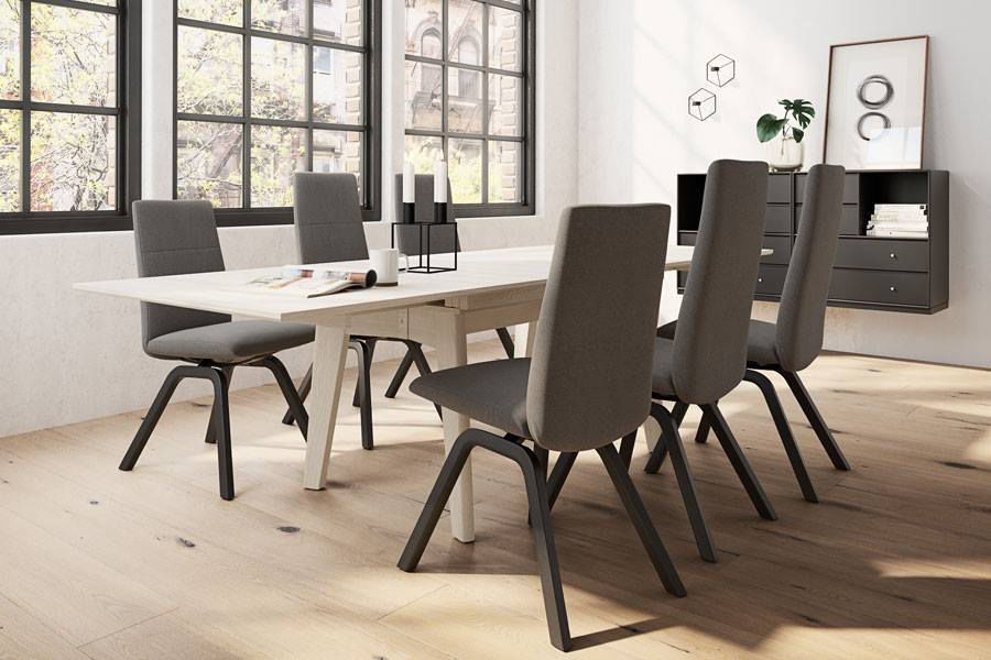 Sedia da pranzo moderna imbottita a schienale alto in