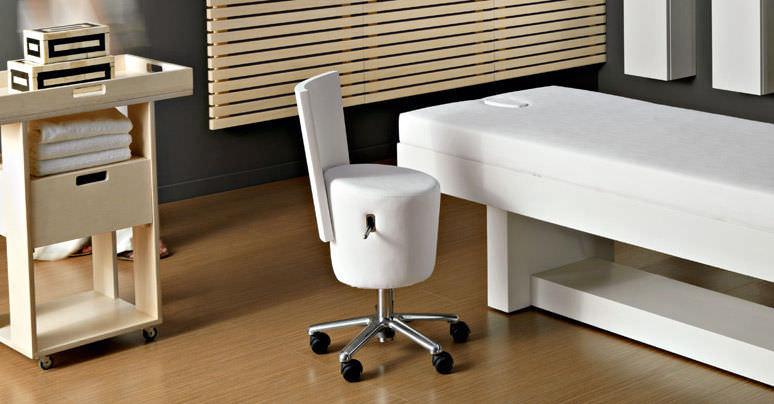 Sedia operativa in metallo cromato in legno con rotelle ad