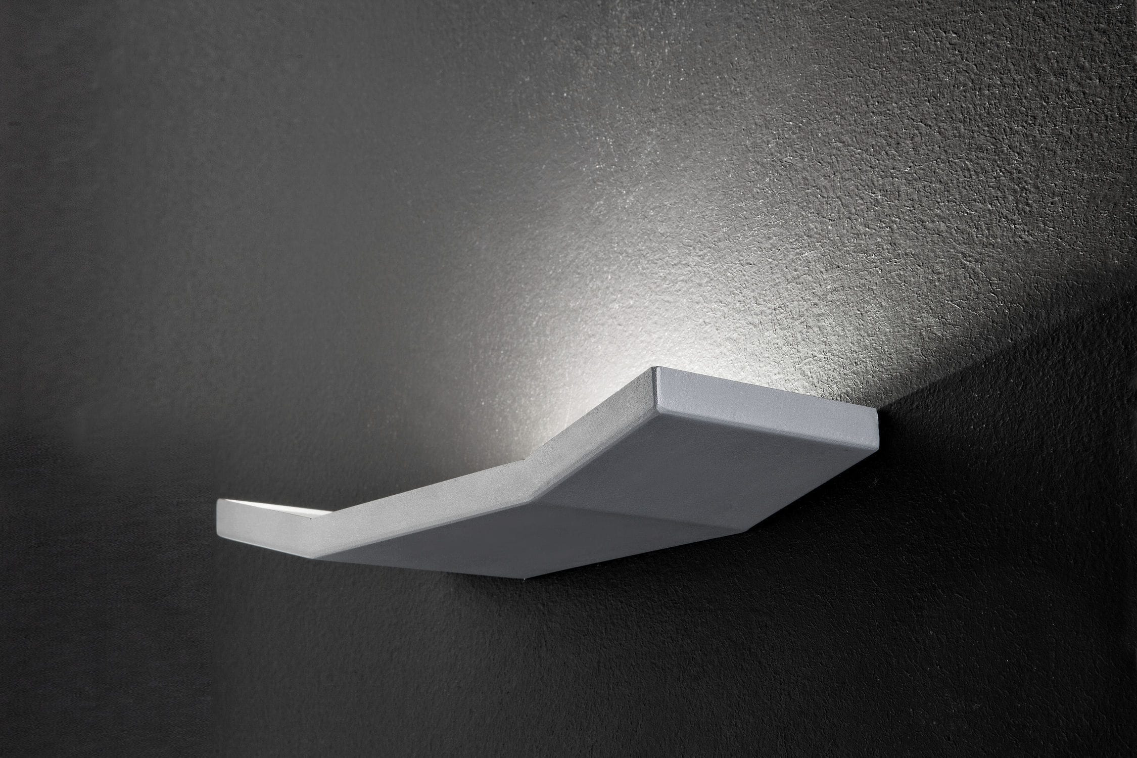 Applique moderna in metallo led dimmerabile aliante a