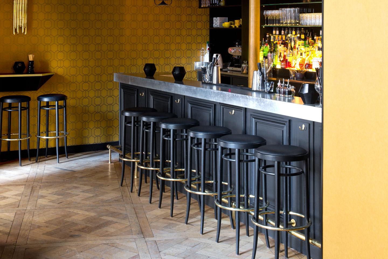 Sgabello da bar classico in faggio in legno curvato in pelle