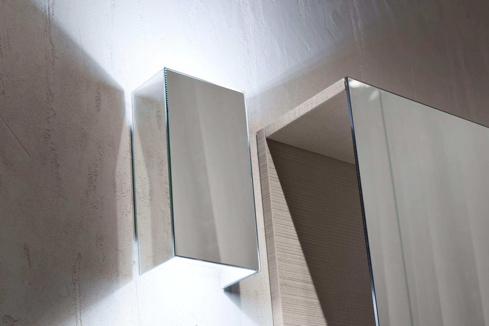 Applique moderna da bagno in vetro legno agorà group