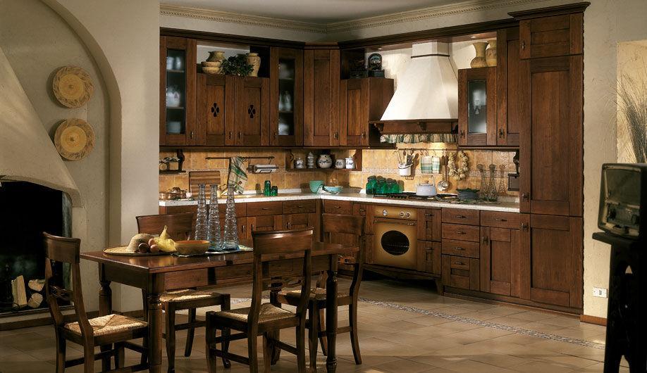 Cucina classica / in noce / con impugnature - LETIZIA - Arrex