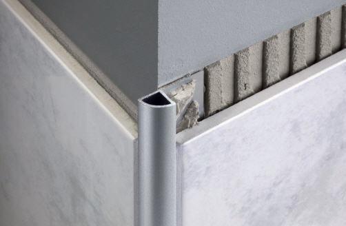 Profilo di finitura in alluminio per piastrelle angolare tondo