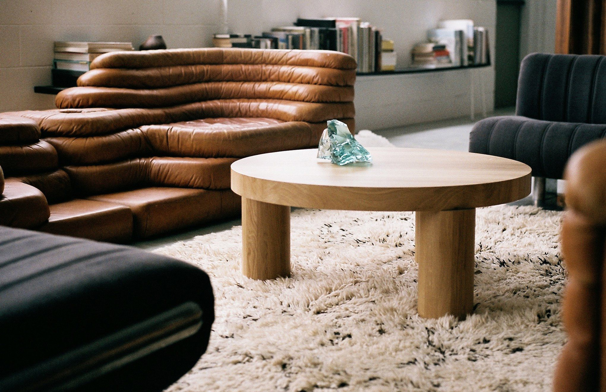 Tavolino basso moderno in quercia tondo da interno offset
