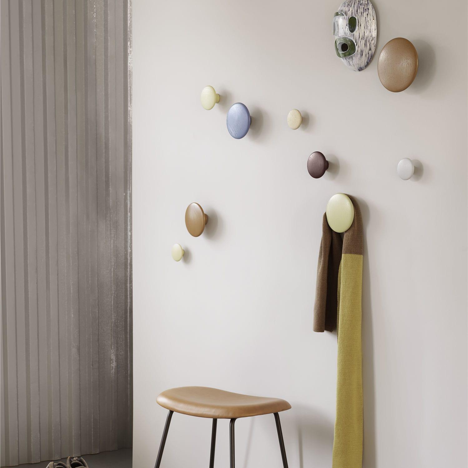 Appendiabiti A Muro Moderni.Appendiabiti A Muro Moderno In Legno The Dots By Lars Tornoe