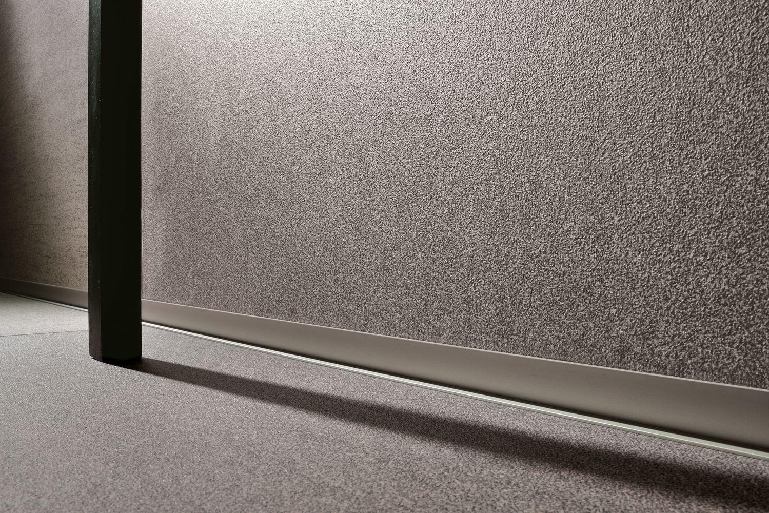 Profilo di finitura in alluminio per angolo interno per