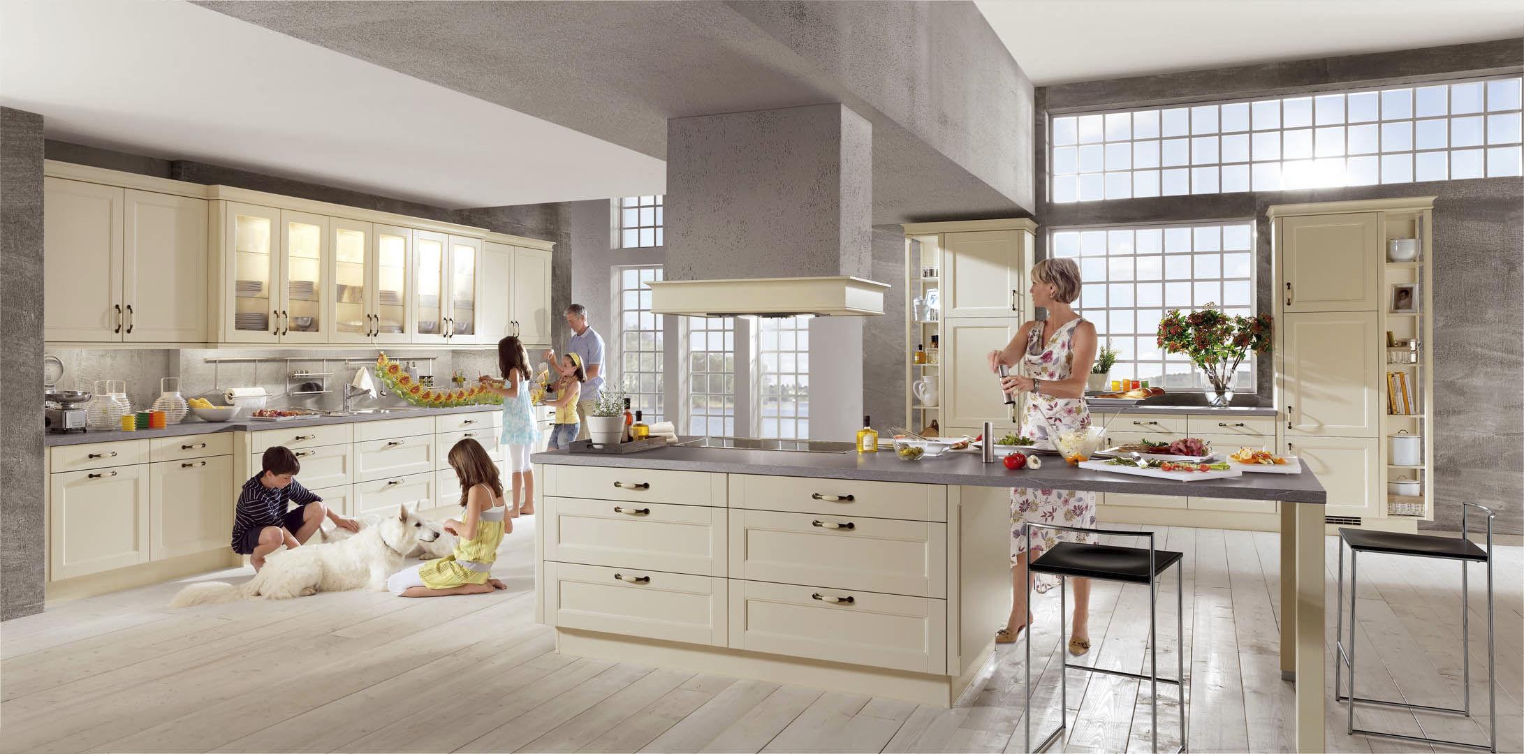 cucina moderna in legno con isola laccata lucca 618