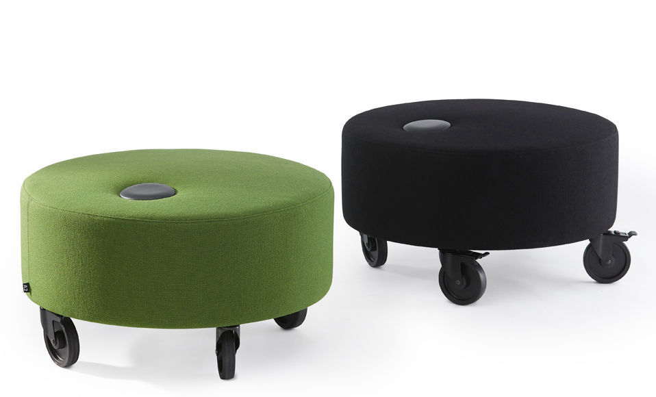 Pouf moderno in tessuto con rotelle tondo dot by sara