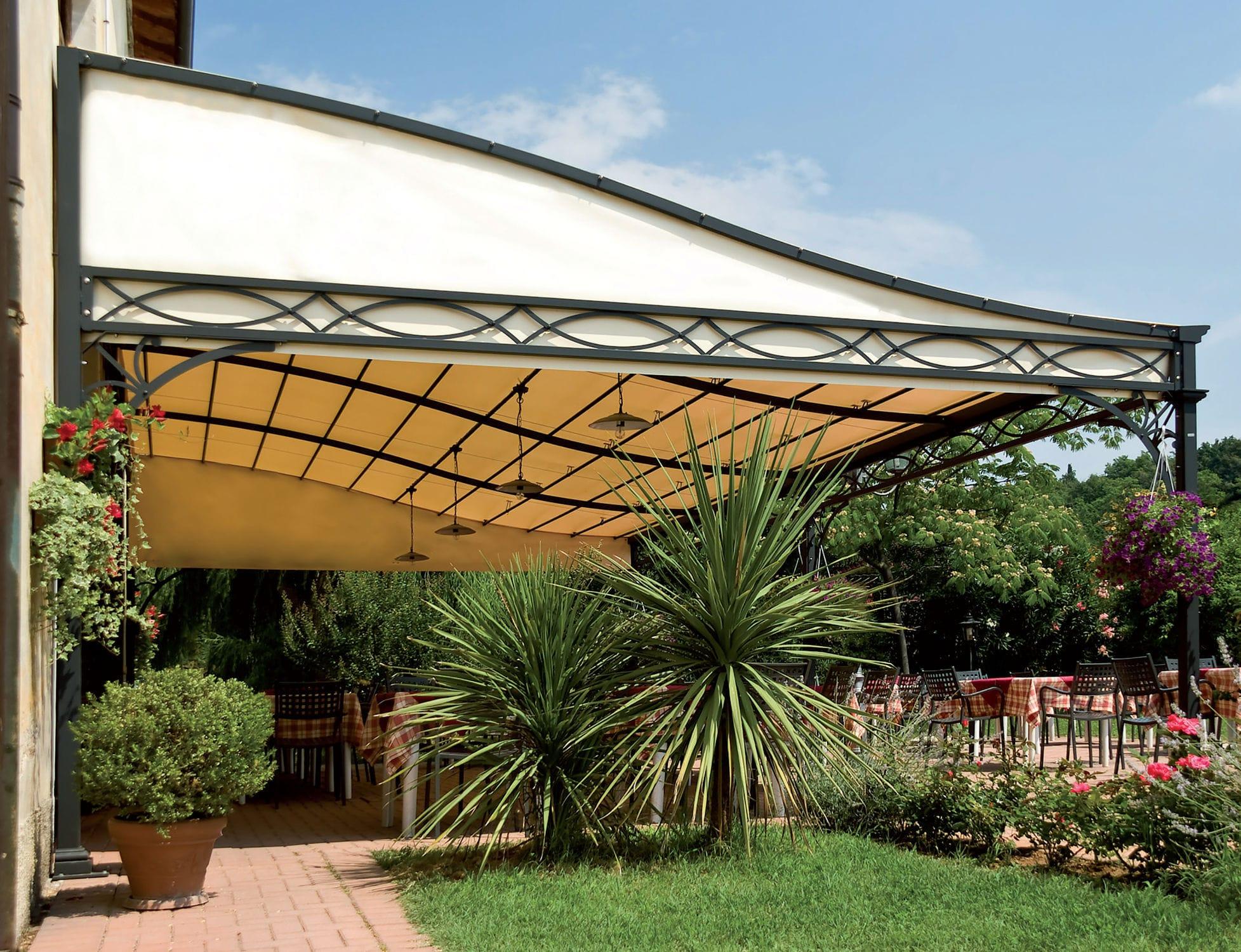 Pergola addossata / in ferro modellato / con copertura in tela ...