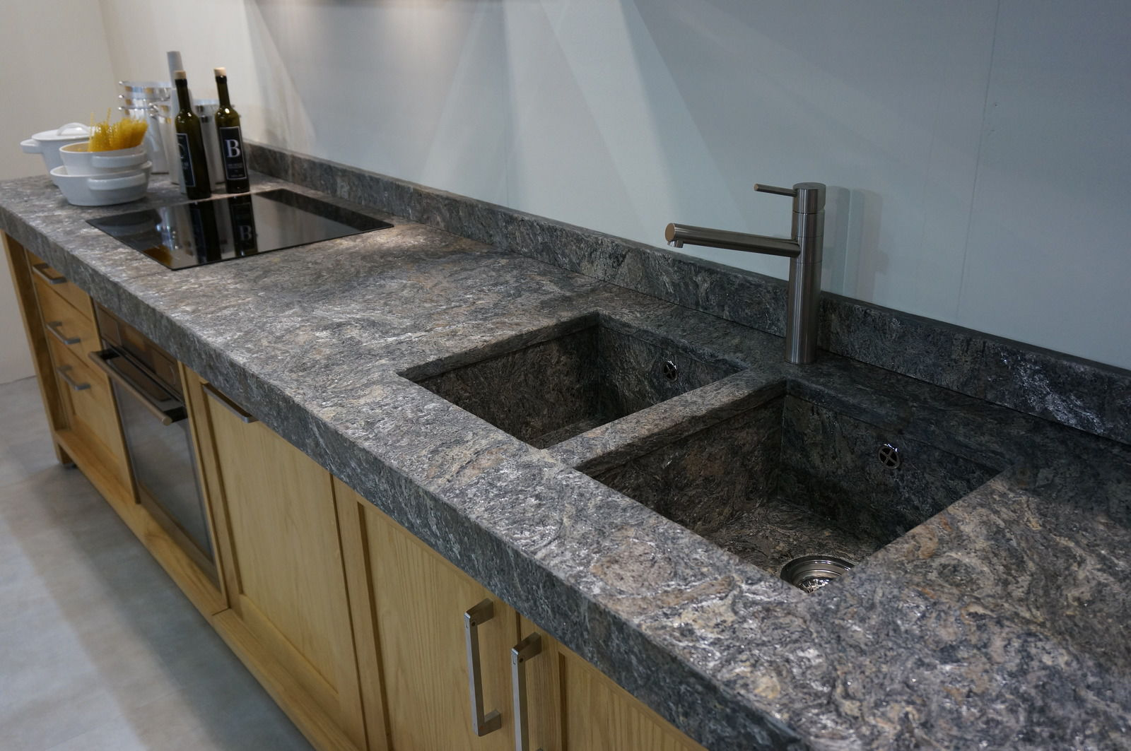 Piano di lavoro in resina / in pietra / da cucina - STARLIGHT - DESK ...