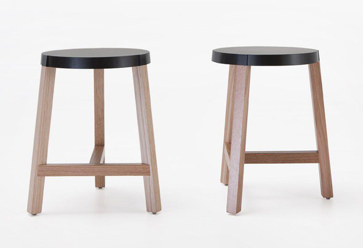 Sgabello design minimalista in quercia contract con