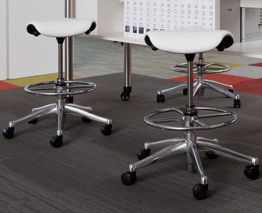 Sgabello da ufficio in tessuto contract con rotelle imbottito