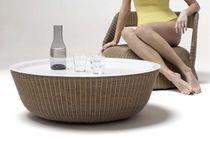Tavolino basso moderno / in resina intrecciata / rotondo / da giardino