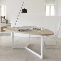 Tavolo moderno / in MDF / in acciaio verniciato / triangolare