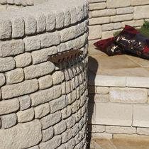 Bordura da giardino / in calcestruzzo / in pietra ricostituita / in altezza