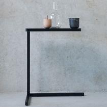 Tavolo d'appoggio moderno / in metallo / rettangolare / rotondo