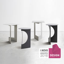 Tavolo d'appoggio moderno / in metallo verniciato / rotondo / quadrato