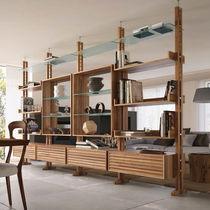 Scaffale pavimento-soffitto / moderno / in vetro / in legno
