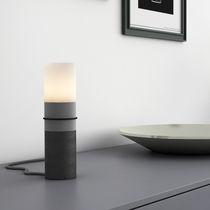 Lampada da tavolo / moderna / in calcestruzzo / da interno