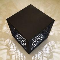 Pouf design originale / in metallo / quadrato / luminoso