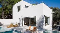 Casa tipo / moderna / in calcestruzzo / a due piani
