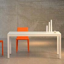 Tavolo moderno / in vetro / rettangolare / quadrato