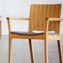 Sedia moderna / con braccioli / imbottita / in quercia