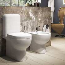 WC monoblocco / in ceramica