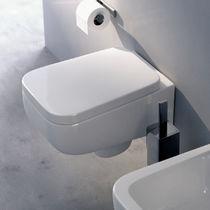 WC sospeso / in ceramica / con sciacquone ad incastro / di Rodolfo Dordoni