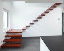 Scala a L / con gradini in legno / senza alzata / moderna