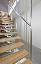 Scala dritta / con gradini in legno / con struttura in acciaio inossidabile / senza alzata