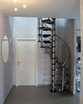 Scala a chiocciola / con gradini in legno / con struttura in acciaio inossidabile / senza alzata
