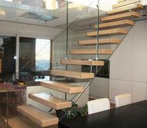 Scala dritta / con gradini in legno / senza alzata / moderna