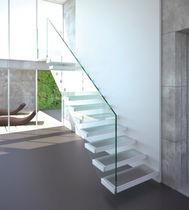 Scala dritta / con gradini in acciaio inox / con gradini in vetro / senza alzata