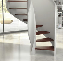 Scala elicoidale / con gradini in legno / con struttura in legno / senza alzata