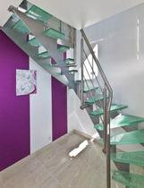 Scala a L / con gradini in vetro / con struttura in acciaio / senza alzata
