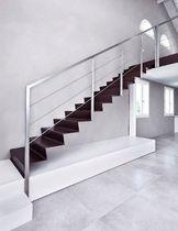 Scala dritta / con gradini in acciaio inox / con struttura in acciaio inossidabile / con alzata