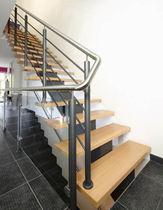 Scala dritta / con gradini in legno / con struttura in acciaio / senza alzata