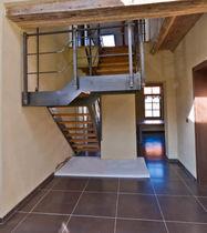 Scala a U / con gradini in legno / con struttura in acciaio / senza alzata