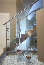 Scala dritta / con gradini in vetro / con struttura in acciaio inossidabile / senza alzata