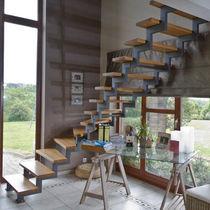 Scala a L / con gradini in quercia / con struttura in metallo / senza alzata