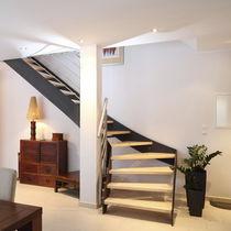 Scala a L / con gradini in legno / con struttura in acciaio / senza alzata